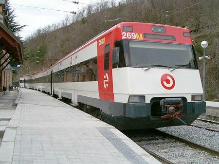 Cada día millones de personas cogen un tren de cercanías como este.